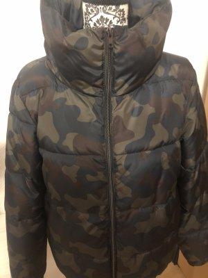 Camouflage Jacke mit Pink gefüttert