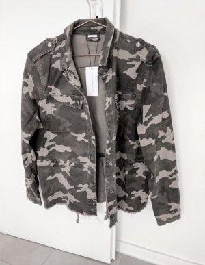 Camouflage Jacke neu