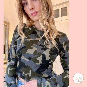 Camouflage Langarmshirt NA-KD x Ivana Santacruz