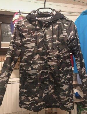 Camouflage Regenjacke von Zara