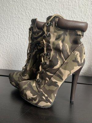 Camouflage Stiefeletten von JustFab