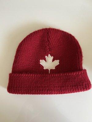 Sombrero de tela rojo oscuro