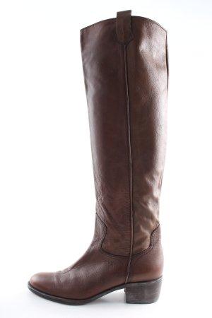 Candice Cooper Botas estilo vaquero marrón look casual