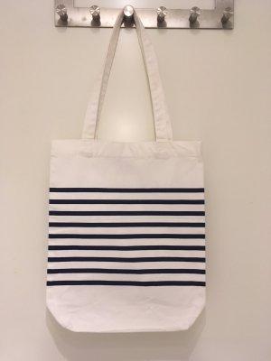 Canvas-Tasche aus der limitierten *Garden-Collection* von H&M