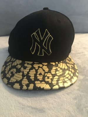 (The Mercer) NY Flat Cap black-gold-colored