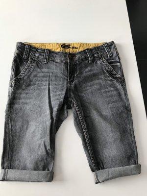 """Capri Jeans von"""" QSbys.Oliver"""" in verwaschen grau Farbe ."""