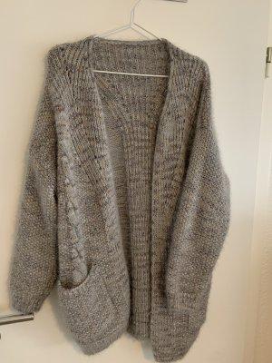 Cardigan en crochet argenté-gris clair