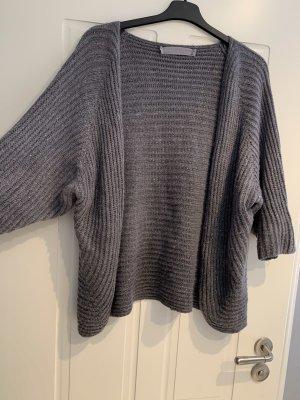 Szydełkowany sweter szary