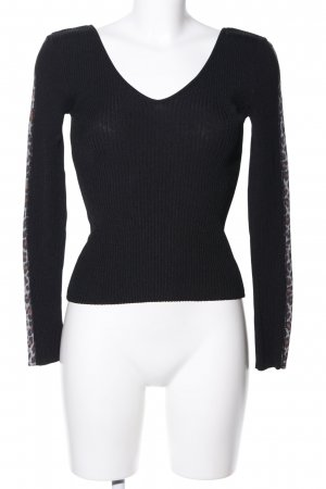 Carell Thomas V-Neck Sweater black leopard pattern casual look