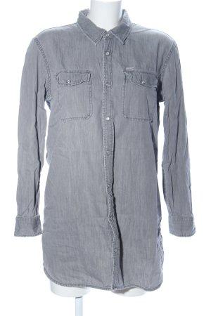 Carhartt Camisa vaquera gris claro look casual