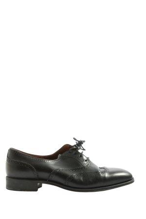 carmina Zapatos estilo Oxford negro look casual