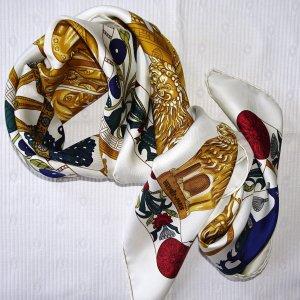 Hermès Foulard en soie multicolore soie
