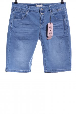 Cartoon Bermuda azul look casual