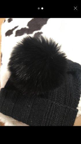 0039 Italy Cappello con pon pon nero Cachemire