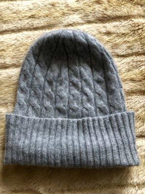 Cappello a maglia grigio