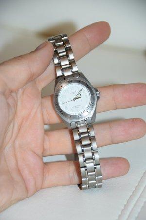 Casio Lineage Titanium Armbanduhr