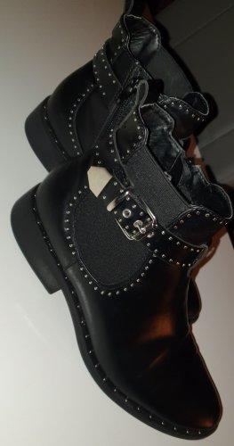 Catwalk Chelsea Boots mit Schnalle und Nieten