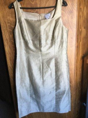 Champagnerfarbenes Kleid