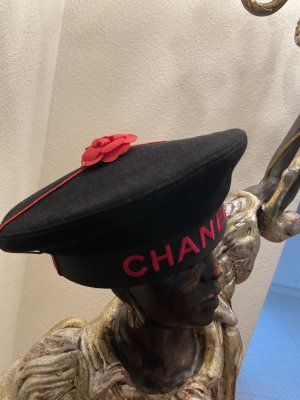 Chanel Beret black-red