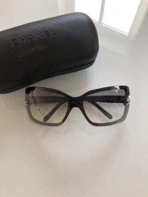 Chanel Lunettes de soleil angulaires gris-noir