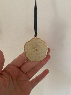 Chanel Llavero color oro