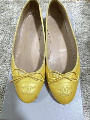 Chanel Ballerines en cuir verni doré-jaune clair