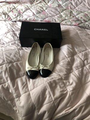 Chanel Classic Ballet Flats black-white