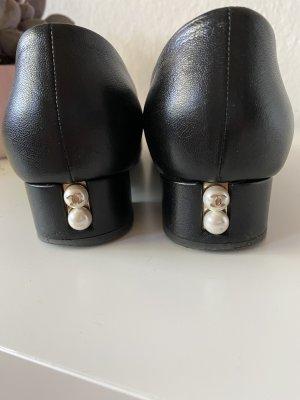 Chanel Ballerinas mit Perlen und Absatz