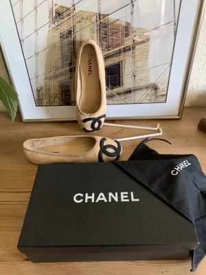 Chanel Bailarinas con tacón Mary Jane crema-negro Cuero