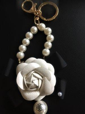 Chanel - Camelie Schlüssel/ Tasche  Anhänger ...Neu