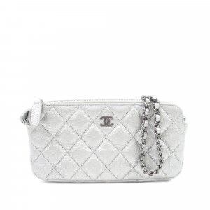 Chanel Cartera color plata Cuero