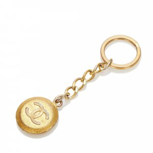 Chanel Llavero color oro metal