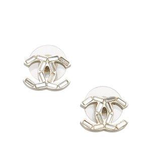 Chanel Pendiente color plata metal