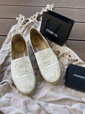 Chanel Bailarinas de charol con tacón blanco Cuero