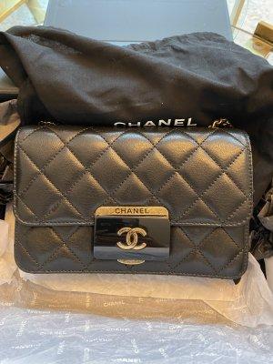 Chanel Schoudertas zwart-zandig bruin Leer