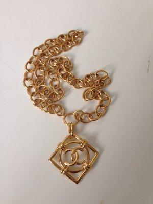 Chanel Cadena de oro color oro