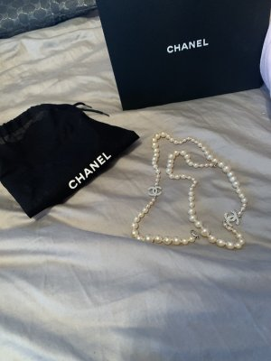 Chanel Pearl Necklace white