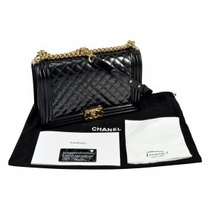 CHANEL Large Boy Bag Lackleder Leder Handtasche @mylovelyboutique.com