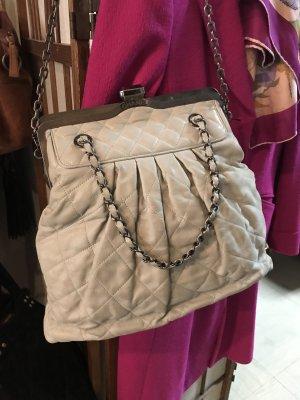 Chanel Leder