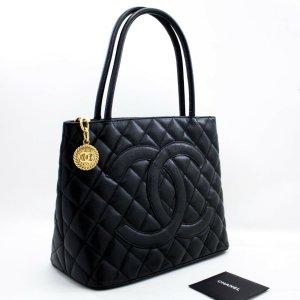 Chanel Medaillon