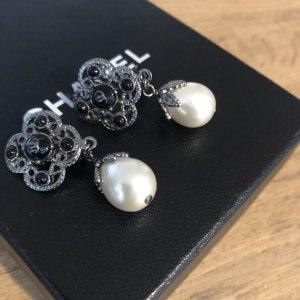 Chanel Pendientes de clip negro-color plata