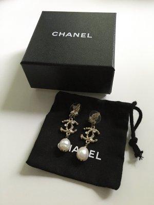 Chanel Pearl Earring multicolored