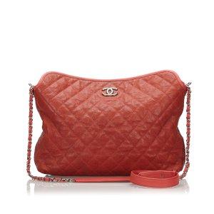 Chanel Bolsa de hombro rojo Cuero
