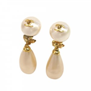 Chanel Earring white