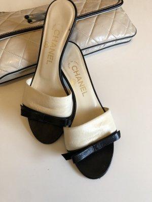 Chanel Sandalias con tacón crema-negro