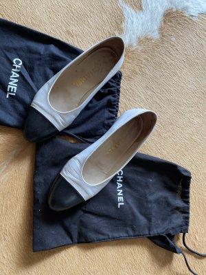 Chanel Schuhe Ballerinas aus Leder spitz schwarz weiß Gr 36,5