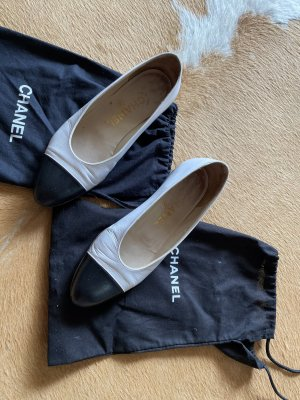 Chanel Slippers black-white