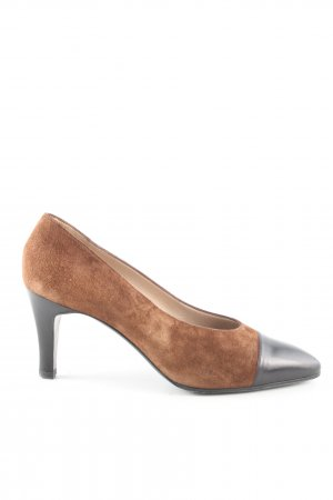 Chanel Pointed Toe Pumps brown-black casual look