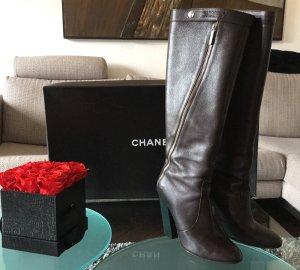 Chanel Stivale con tacco alto marrone scuro