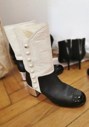 Chanel Stiefeln mit Perlen